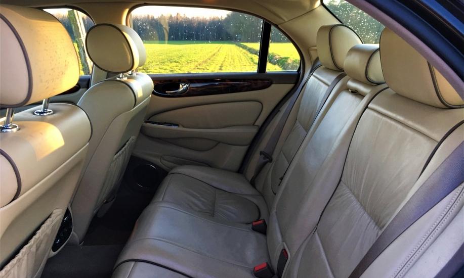 Jaguar XJ6 10