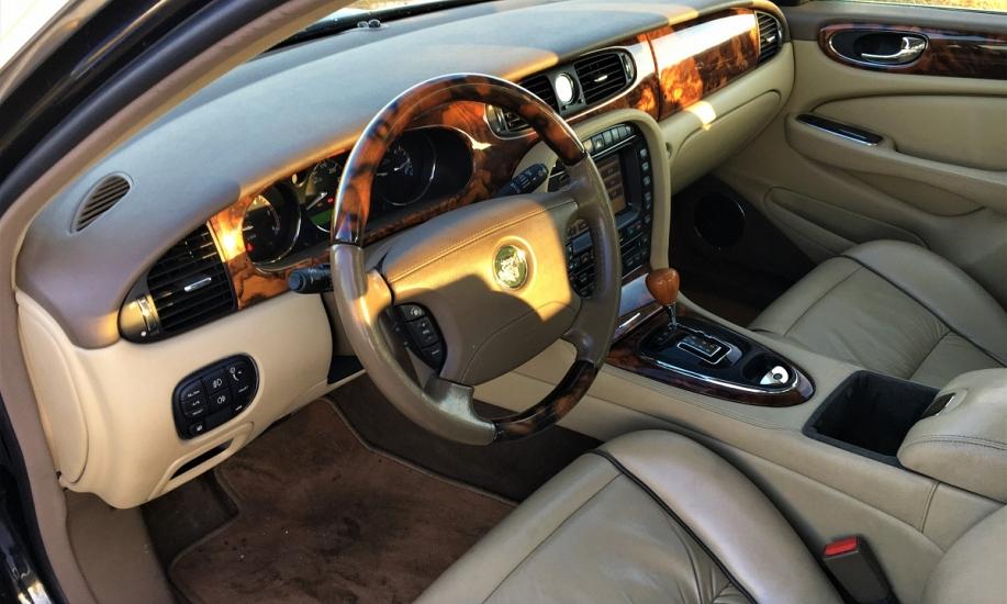 Jaguar XJ6 11