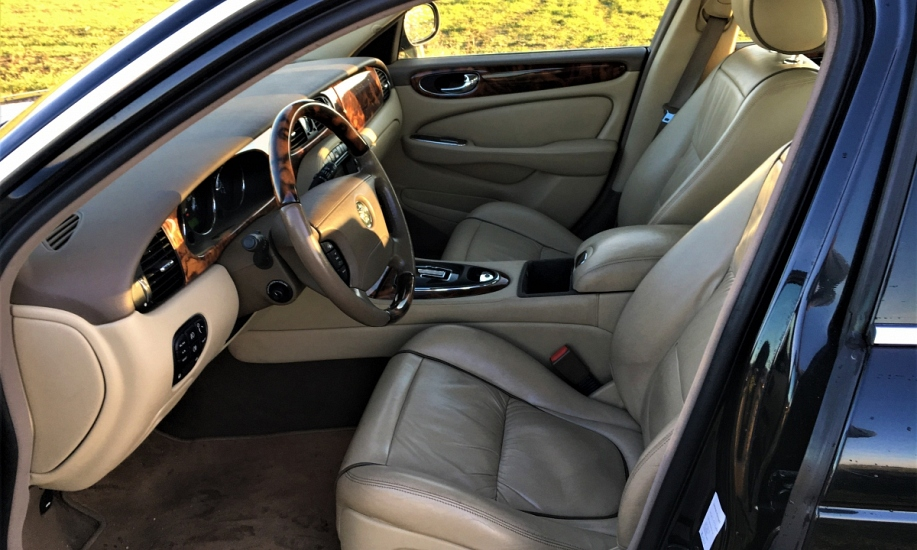 Jaguar XJ6 13
