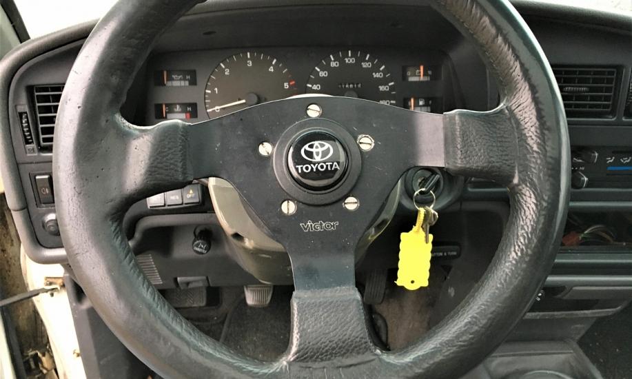 Toyota Hilux 2.4D 3
