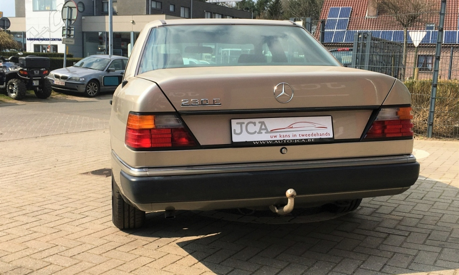 Mercedes E 230 4