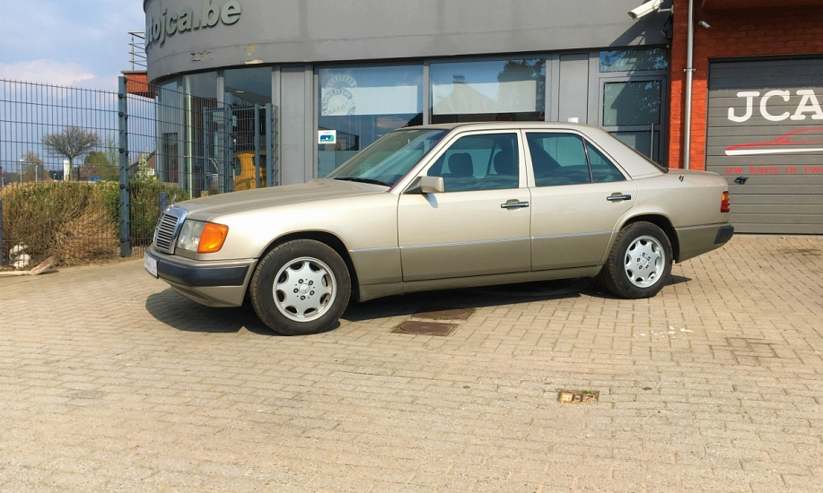 Mercedes E 230 6