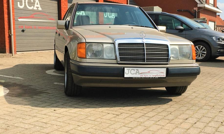 Mercedes E 230 7