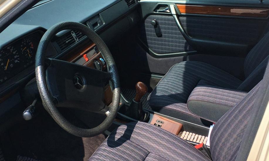 Mercedes E 230 8