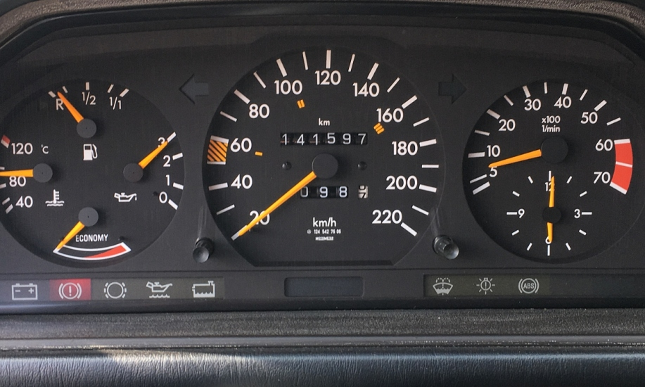 Mercedes E 230 9