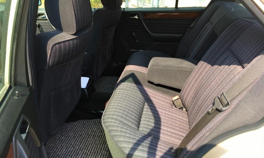 Mercedes E 230 11