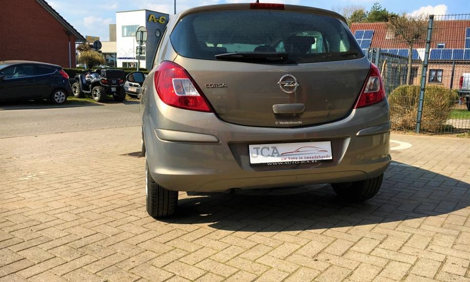 Opel corsa 1.2i 2