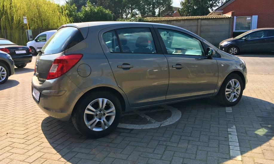Opel corsa 1.2i 3