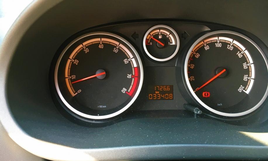Opel corsa 1.2i 7