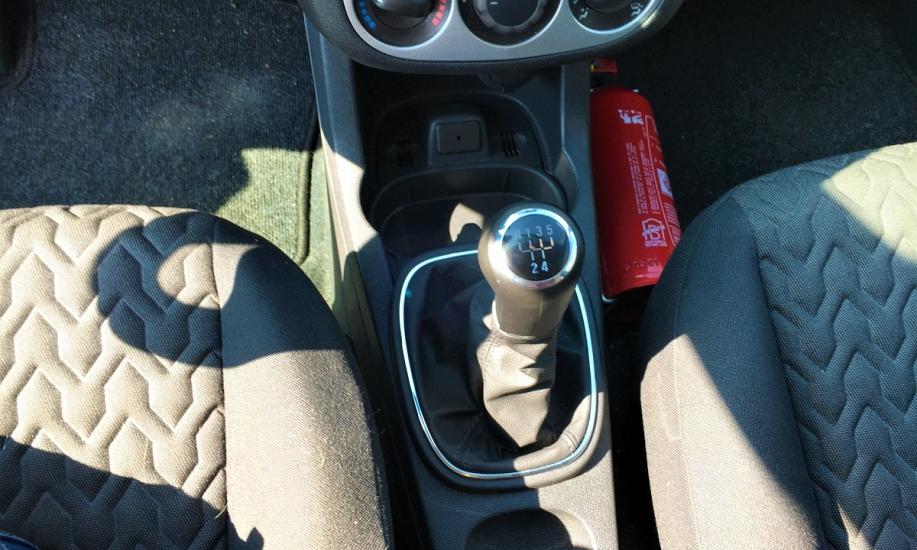 Opel corsa 1.2i 9