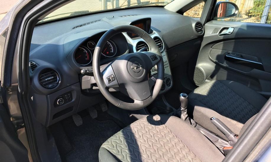 Opel corsa 1.2i 15