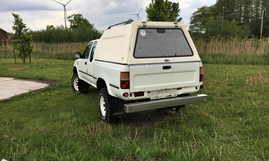 Toyota Hilux 2.4D 12